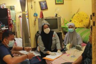 Mahasiswa Fisioterapi melakukan Pengabdian Masyarakat Ke Desa Binaan di Keluarahan Limo RW 05