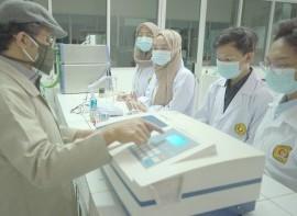 Uji_Kadar_Vit.C_di_Lab_Kimia_menggunakan_Spectophotometer.jpg